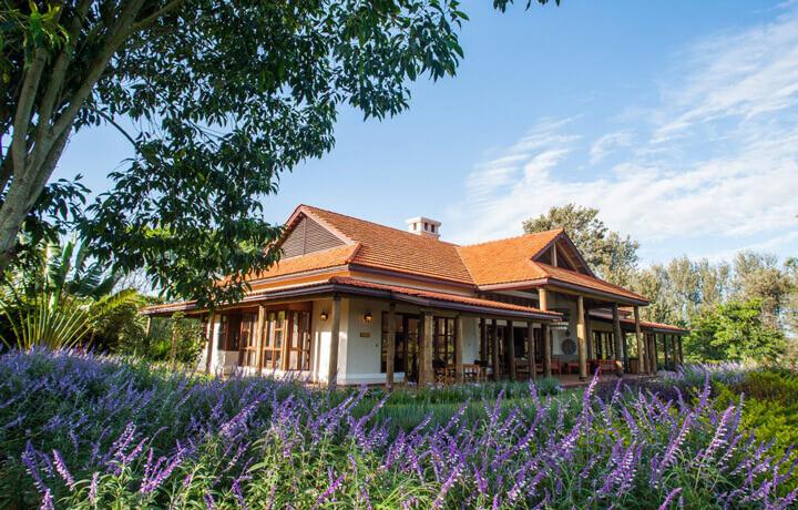 Best Luxury Hotels in Tanzania, Legendary Lodge Arusha